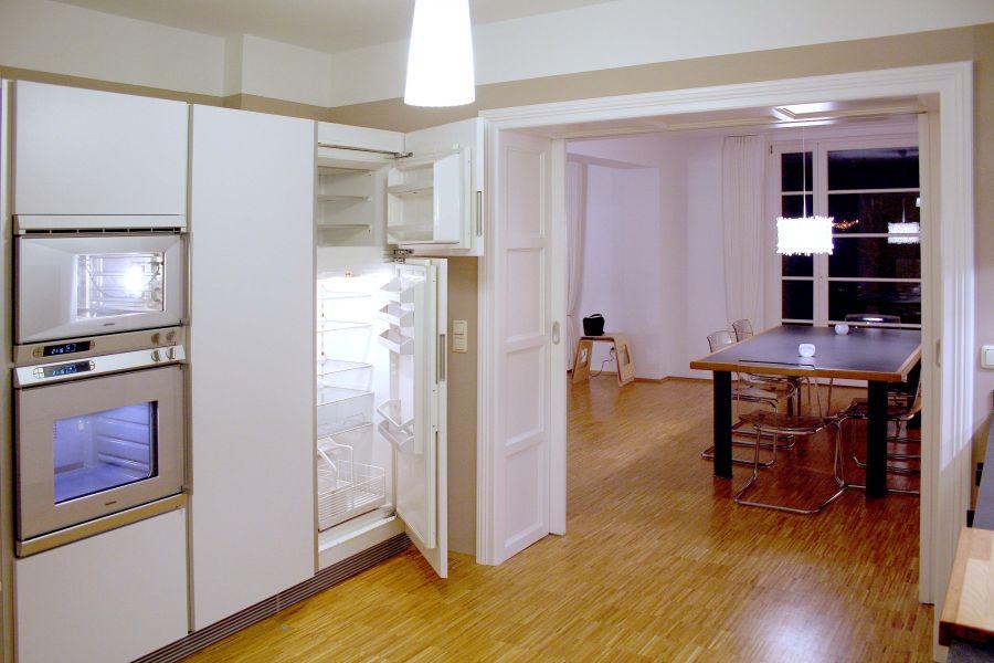 Blick aus der Küche ins Esszimmer in der EG Wohnung Elegance