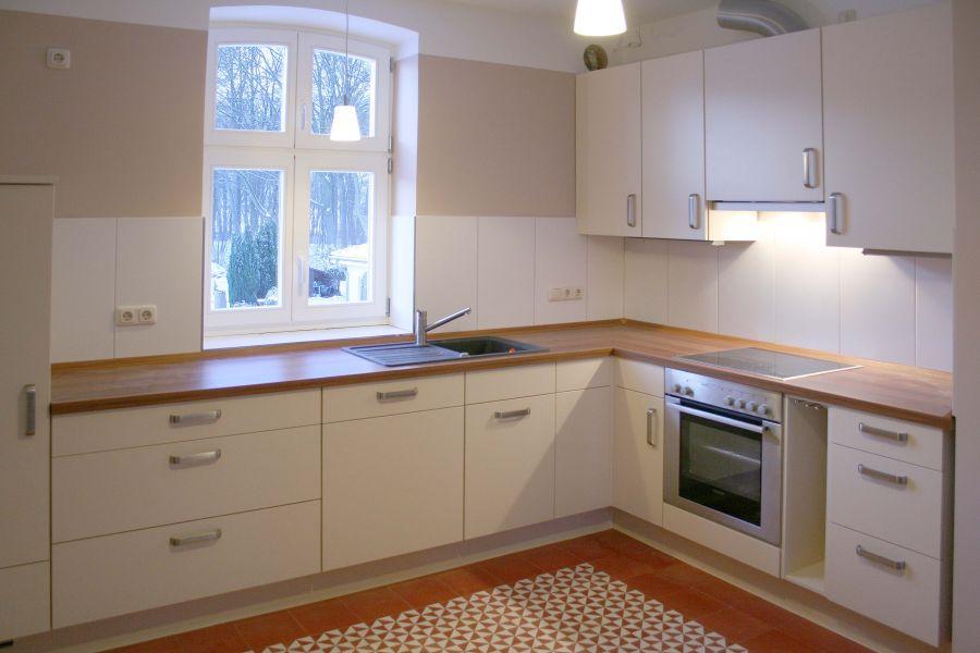 Küchenzeile ohne Einrichtung in der OG Wohnung Family