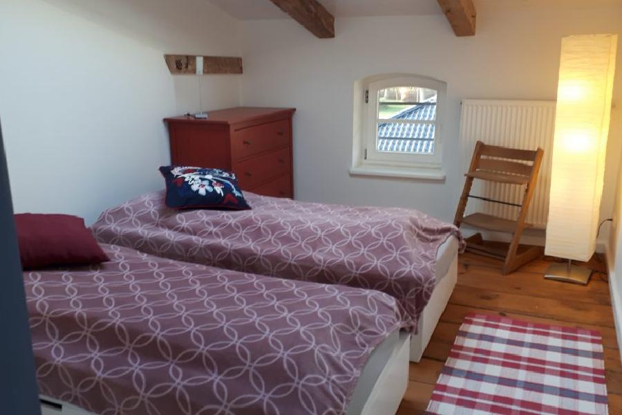 Doppelzimmer mit 2 separaten Betten in der DG Wohnung Friends