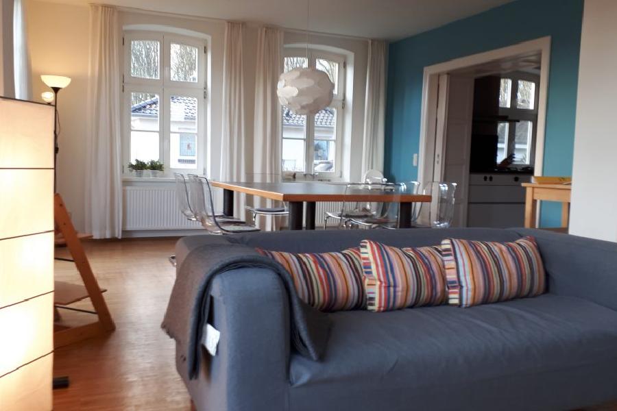 Blick vom Wohnzimmer ins Esszimmer in der EG Wohnung