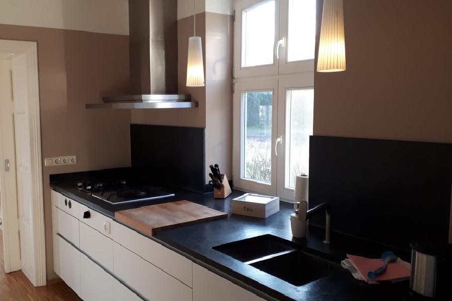 Küchenzeile in der EG Wohnung Elegance mit Gasherd